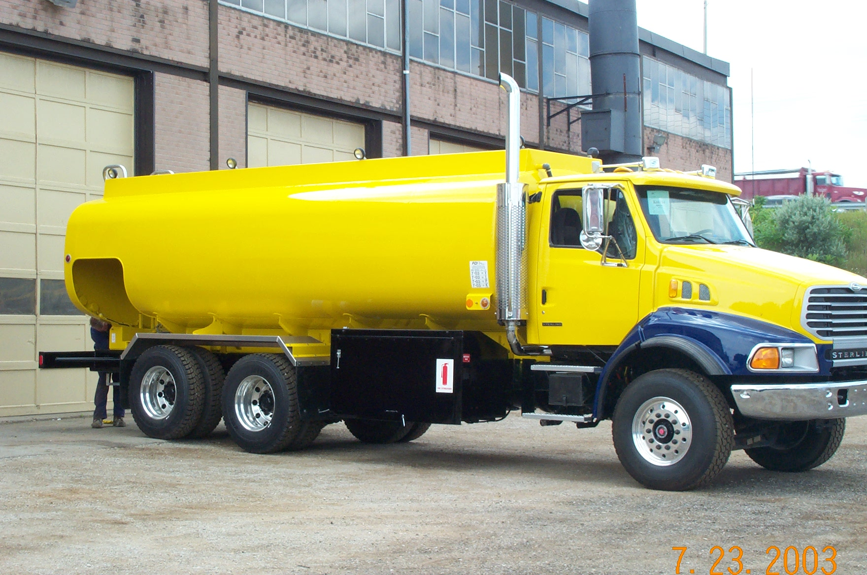 Single Axle Fuel Tanker : Fiba canning new fuel trucks and trailers